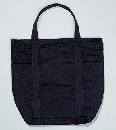 84c5ed54 Чем тоньше ткань вашей сумки, тем легче будет пришивать к ней пуговицы.  Однако она должна быть и достаточно прочной, чтобы выдерживать нагрузки.