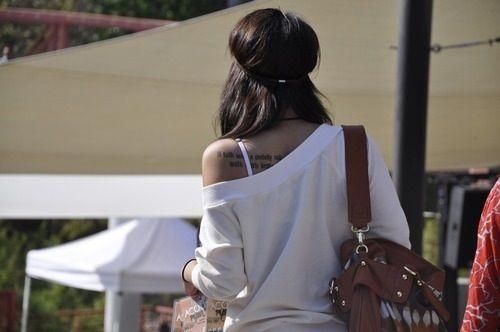 Задницы черненькая девушка сзади фото