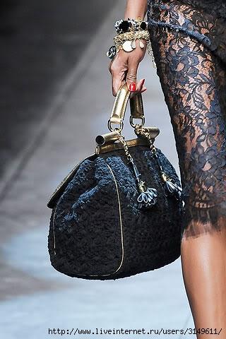 """...велосипедки """" и микро-шорты, на фотографиях - с показа Dolce&Gabbana."""