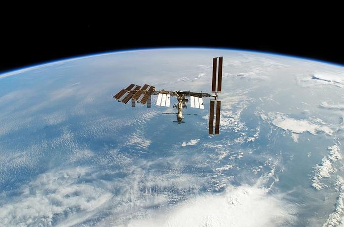 Мкс над землей фото