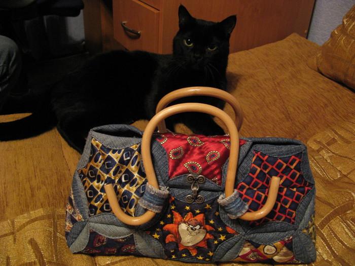 Новая сумка из старых джинсов.