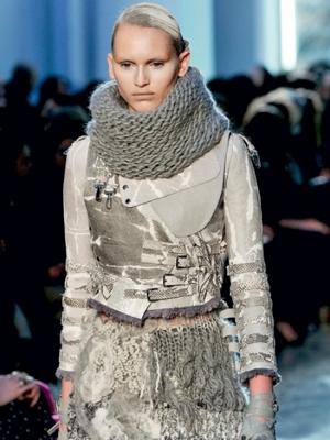 Шарфы со стразами и шарфы-хомуты (и шарф, и головной убор одновременно.