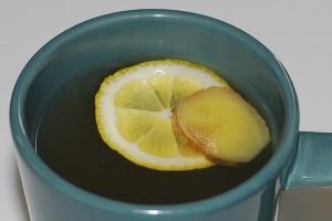 Витаминный напиток из облепихи с медом.