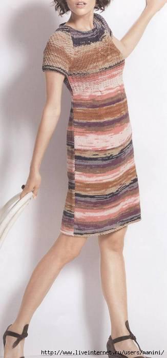 Вязаное платье из меланжевой пряжи.