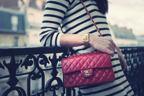 Chanel.  В феврале 2005 года Дом.  Знаменитости с сумкой Шанель.