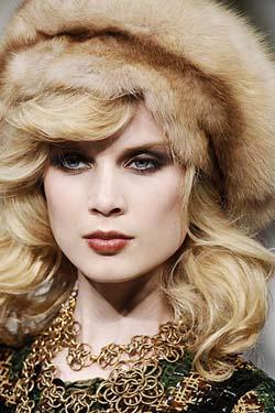 приобретать модную шапку на зиму 2012 уже кажется бессмысленным, а.