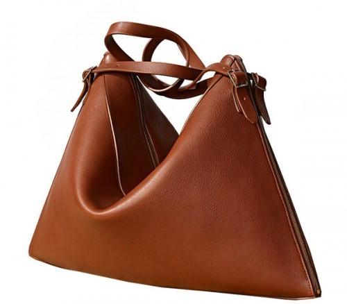 Сегодня под маркой Celine выпускается одежда, сумки, очки.