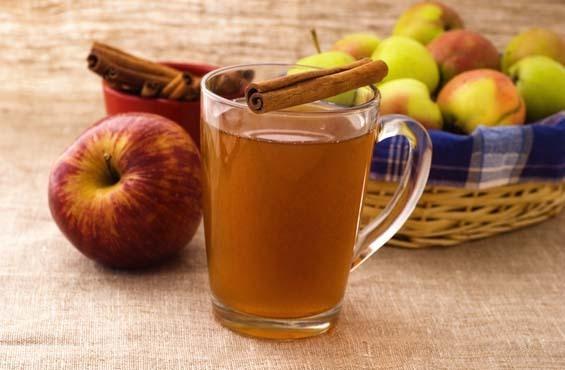 30 мл яблочного сока, 20 мл ванильного сиропа, 150 мл крепкого чая.
