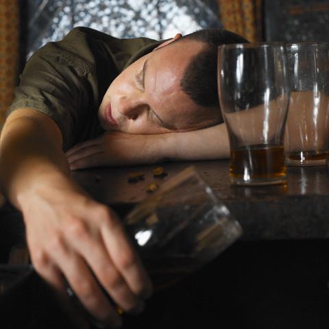 Но на практике, как в быту, так и в медицине, алкогольной интоксикацией...