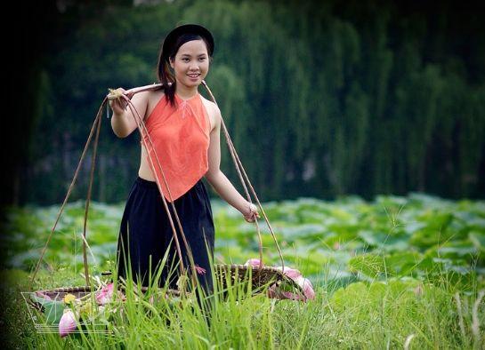 Вьетнамские женщины не признают никакой косметики, кроме женьшеневого...