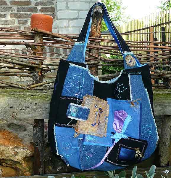лето и маленькая лоскутная сумочка будет как раз кстати.