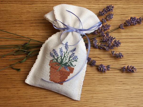 Саше - мешочек для ароматных трав.  Сделать его легко и просто, а...