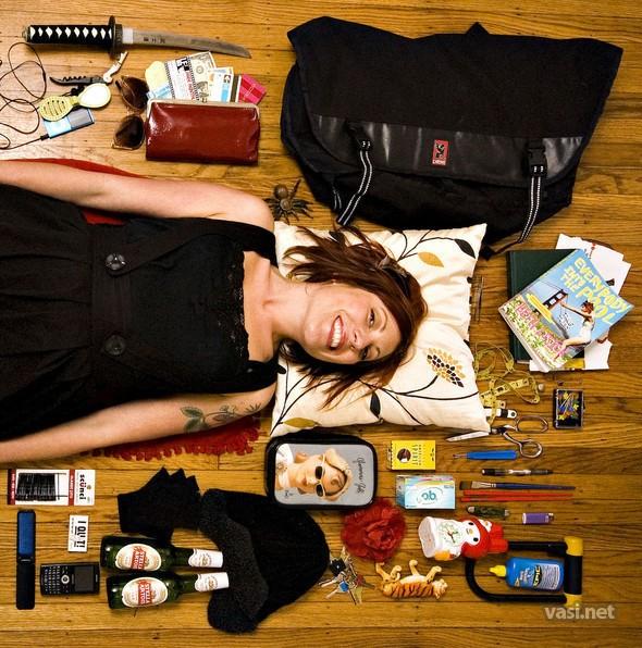 Всегда удивлял тот факт, что в дамской сумочке можно найти всё что...