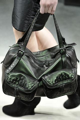 В последнее время в моду вошли объемные сумки, которые имеет каждая...