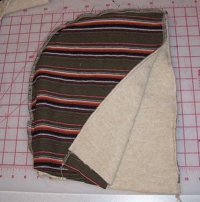 4. Сметываем шарф и капюшон булавками.  5. И пришиваем шарф к капюшону.