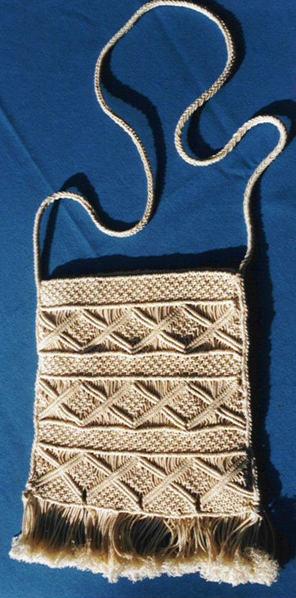 Сумки и сумочки выполненные в технике макраме могут быть очень даже.