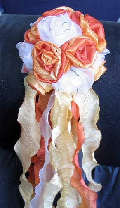 ...послужить цветы (или букет цветов), сделанные из остатков ткани штор.