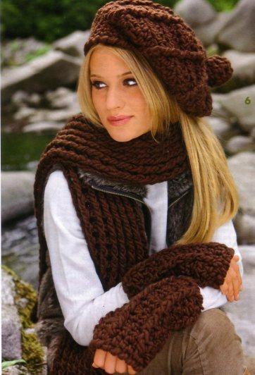 Удобный,теплый, практичный комплект: теплый шарф, берет и нарукавники.