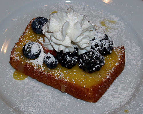 4278666_394657773_a709018a68_Lemon_Pound_Cake_w_Homemade_Lemon_Curd__amp_Berries_M (500x397, 153Kb)