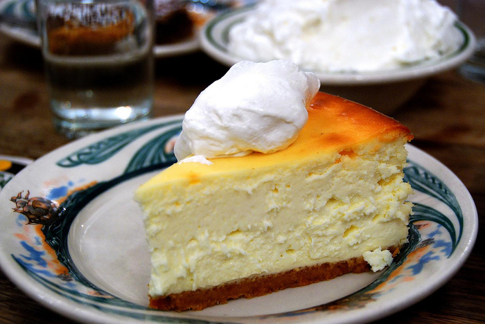 4278666_2449149236_49f6564367_Cheesecake_with_Schlag_L (700x468, 179Kb)
