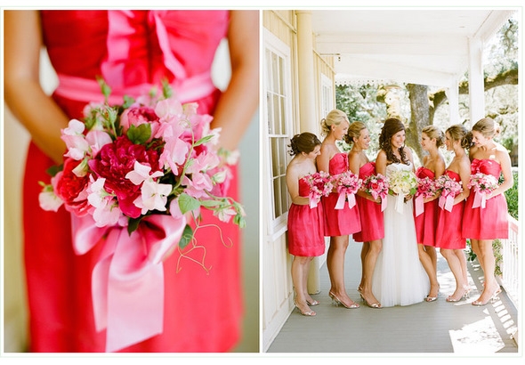 ...выбрать подруг для церемонии, одинаковые по цвету или фасону платья...