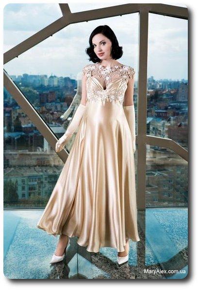 ТКАНИ.  Обратите внимание, что из.  Шерстяное платье с розовыми и...
