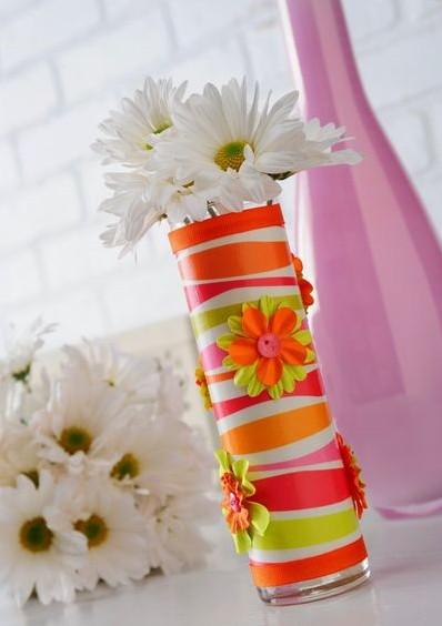 ...Чтобы ваза украшала любой букет, можно сделать несколько ваз в разных.