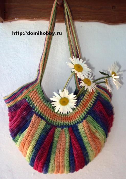 Яркая летняя сумка связана из пряжи секционного крашения батик 100% мерсеризованный хлопок радужных цветов.