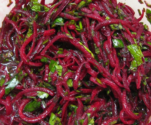 4278666_4816912467_7907db22ae_07_21_10_Raw_Beet_Salad__NYTimes_Recipe_L (509x422, 176Kb)