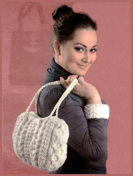 Схемы вязания сумок .  Сумка спицами и плетенным из лозы верхом.
