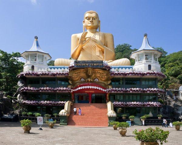 В альбоме фото, привезенные из путешествия по Шри-Ланке (о.Цейлон) в...