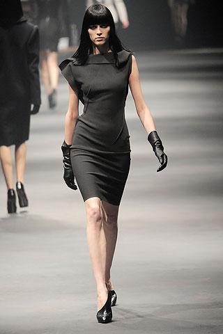 Модные костюмы, платья и верхняя одежда в коллекции Lanvin.