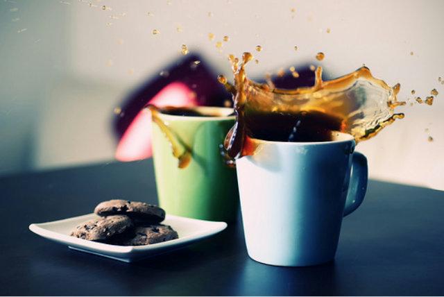 Картинки по запросу Кофе смешать с вишнёвым соком и шоколадным сиропом