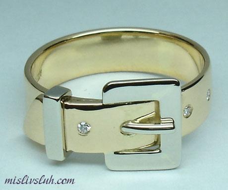 Такие кольца изготавливаются в совершенно немыслимых формах, цветов...