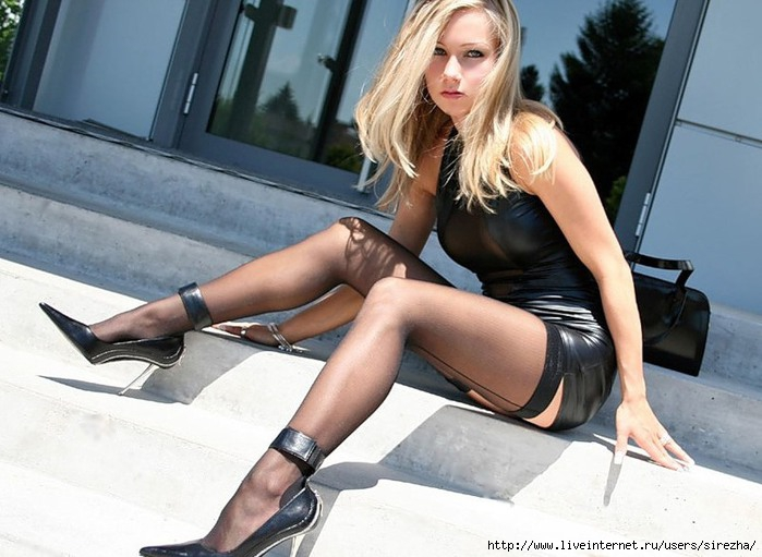 Фото русских девушек раздвигают ноги даже