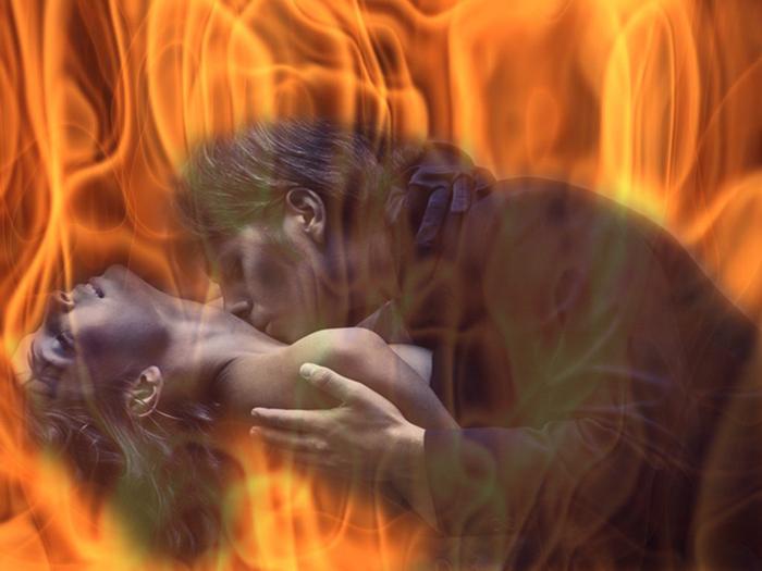 портреты поцелуй в огне картинка приурочен дню