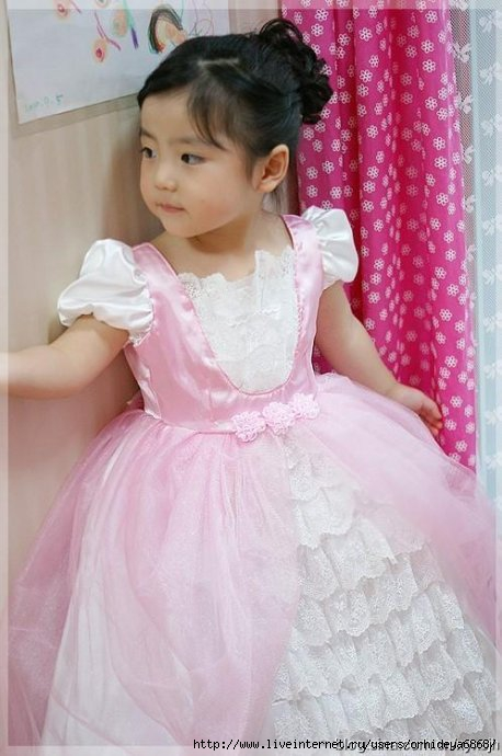 خياطة فستان افراح للاطفال 76665930_1.jpg