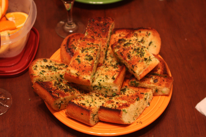 пирог с укропом/4453387_4288291449_d84997f022_Anthonys__Garlic_Bread_L (700x466, 197Kb)