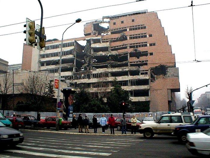 NATO_damage_in_Belgrade (700x525, 95Kb)