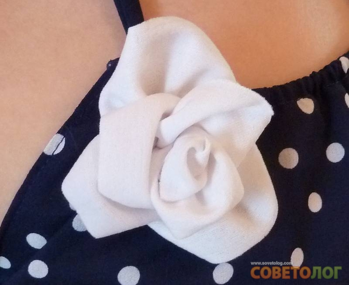Описание: как сделать розу из ткани выкройка.