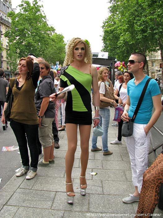 Транссексуал на улице