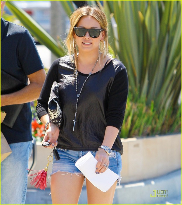 hilary-duff-daily-grill-lunch-date-06 (623x700, 105Kb)