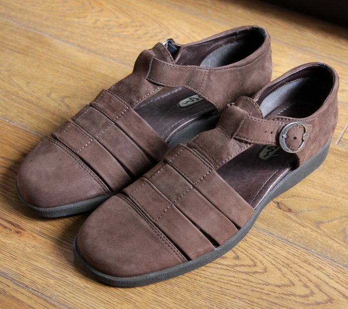 001020de1e42 Продаются абсолютно новые женские лёгкие сандали Ecco. Цвет - коричневый.  Материал  нубук. Размер  42. Цена  1500 рублей. Возможен торг.