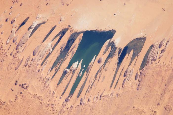 Система озер Унианга. NASA, 14 ноября 2009 г. (700x466, 375Kb)
