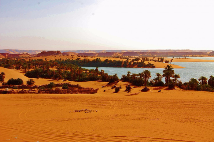 Озера посреди пустыни. Унианга, Чад, Африка. (700x464, 319Kb)
