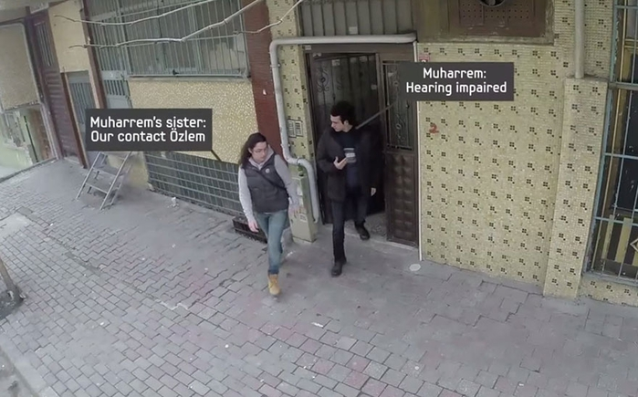 town-learns-sign-language-deaf-muharrem-samsung-video-call-center-9 (700x435, 214Kb)