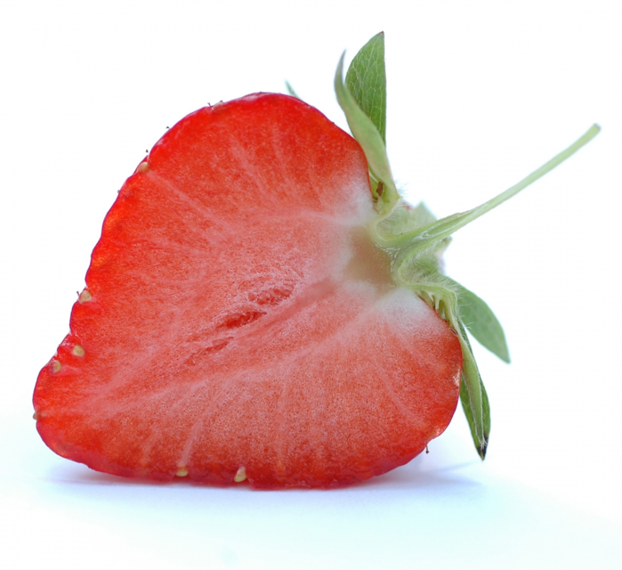 3509984_tumblr_static_half_a_strawberry (700x640, 494Kb)