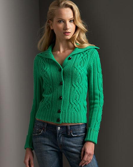 Вязание спицами женского свитера с аранами.