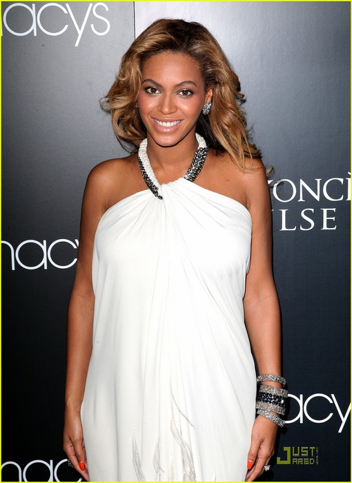 beyonce-promotes-pulse-at-macys-02 (510x700, 79Kb)