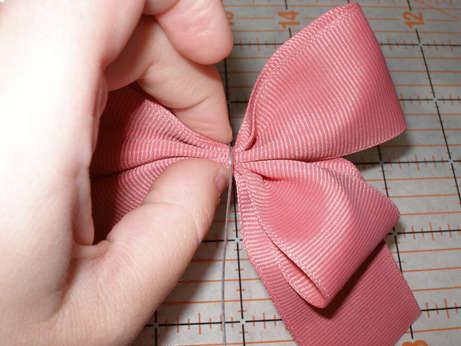 Эти прелестные банты могут быть использованы как для украшения кукол...